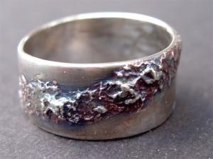 Art Clay Silberring mit Struktur und baluer Patina